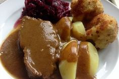 Rinderbraten, ganz einfach Roast beef, quite simply from crazylady French Rabbit Recipe, Whole Rabbit Recipe, German Meat, Fried Rabbit, Beef Recipes, Cooking Recipes, Beef Sauce, Rabbit Food, Pampered Chef