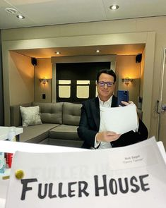 Browse behind-the-scenes photos from the filming of the final episode of Netflix's 'Fuller House. House Serie, House Season 5, Fuller House, Kids Tv, Netflix Movies, Scene Photo, Peeps, Cartoons, Photos
