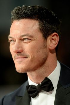 Luke Evans attends the EE British Academy Film Awards at The Royal. Most Beautiful Man, Gorgeous Men, Beautiful People, Luke Evans Actor, British Academy Film Awards, Sharp Dressed Man, Best Actor, Actors & Actresses, Sexy Men