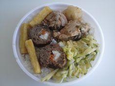 Para comer hoje: Rocambole de carne recheado, frango ao molho com batata, refogado de abobrinha, polenta frita, feijão com arroz e salada!