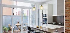 Cocina, Terraza estilo contemporaneo color marron, blanco diseñado por Estudi de Arquitectura & Eficiencia Energètica GPA S.L - Arquitecto Técnico