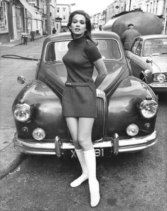 Valerie Leon — made in the sixties. 60s And 70s Fashion, Fashion Mode, Retro Fashion, Vintage Fashion, Fashion Tips, 1960s Fashion Women, Street Fashion, Sporty Fashion, Fashion Skirts