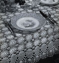 Pineapple Tablecloth crochet - free vintage pattern from Pineapples on Parade, Clark's O. Coats, Book No. Crochet Tablecloth Pattern, Crochet Bedspread, Vintage Crochet Patterns, Doily Patterns, Sewing Patterns, Thread Crochet, Crochet Crafts, Easy Crochet, Free Crochet