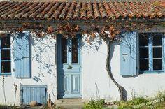 Maison du bourg de l'île d'Aix aux teintes d'automne #aix #village #charentemaritime