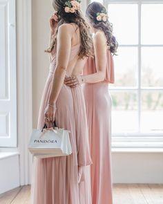 Pink to make the boys wink and @theofficialpandora jewels to make the girls blush 🎀 #DOCherish #PANDORAxRockMyWedding . Photography & Styling @rockmywedding Dresses @twobirdsuk Hair & Makeup @lipsandlocksuk Flowers @thecountryflowercompany Venue @iscoydpark Film @shutterboxfilms . . . @twobirdsuk #twobirds #twobirdsbridesmaid #pinkbridesmaids #blushpink #pink #blush #multiwaydresses #multiwaydress #pinktomaketheboyswink #prettymaidsallinarow #bridesmaidsquad #bridesmaidinspiration…