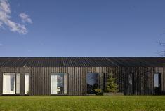 black beauty I Black Metal Roof, Scandinavian Architecture, Gambrel Roof, House Elevation, Grand Entrance, Simple House, Bay Window, Cladding, Teak