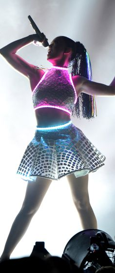 Katy Perry's This Is How We Do - How could you use lighting in a garment?