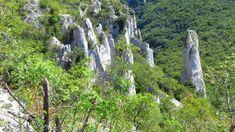 Wanderung in die Vela Draga Schlucht | auf-den-berg.de Pula, Berg, Waterfall, Outdoor, Rock Steps, Whiskey Barrels, Covered Wagon, Croatia, Environment