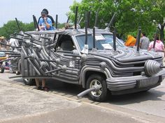 Weird art car beauties covered with unusual things : Automotto