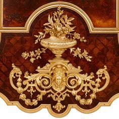 Large antique French ormolu and Vernis Martin vitrine cabinet French Furniture, Luxury Furniture, Antique Furniture, Furniture Design, Deco Furniture, Decoration, Art Decor, Baroque Decor, Baroque Design