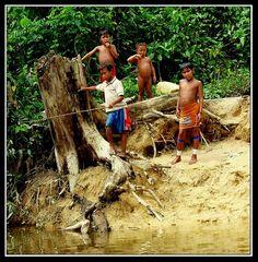 Yekwana children fishing - Rio Caura, Bolivar - Venezuela