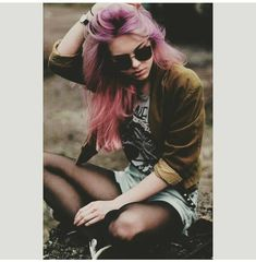 """Soft grunge (""""pastel grunge""""), a modern take on the grunge culture, offers many styling options. Featuring fashion tips for the cool, contemporary rebel! Hipster Girl Fashion, Hipster Girls, Indie Fashion, Grunge Fashion, Cute Fashion, Trendy Fashion, New Fashion, Moda Fashion, Estilo Indie"""