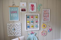 See that wooden hanger holding up the print?  Fabulous idea.  And, lovely arrangement.