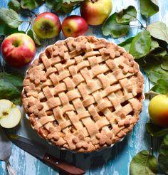 vegan apple pie - veganer Apfelkuchen mit geflochtenem Teig Vegan Lifestyle, Fruit Trees, Apple Pie, Pear, Vegan Recipes, Vegetables, Desserts, Food, Sweet Recipes
