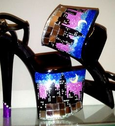 Perhaps draw skyline on the bottom of heels Fancy Shoes, Pretty Shoes, Crazy Shoes, Me Too Shoes, Black Stilettos, Sexy High Heels, Shoe Boots, Shoes Heels, Ugly Shoes