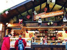 Siste julemarked ut på min rundreise i Niedersachsen i Tyskland var i sjarmerende Hameln. Julemarkedet i Hameln holder åpent fra 23. november til 23. desember fra kl. 10-20 (mand-onsd), 10-21 (tors-fred), 10-22 (lørd) og 11-20 (sønd). Markedet er lokalisert i gatene rundt Hochzeitshaus og Marktkirche og inneholder rundt 70 spennende og julepyntede boder.