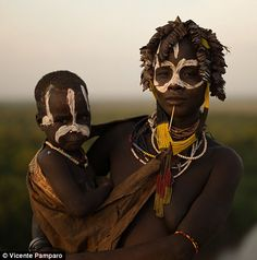 Ethiopia's Karo people decorate their faces and bodies with chalk and ochre to boost chances of finding love - and scare off rivals | Daily Mail Online