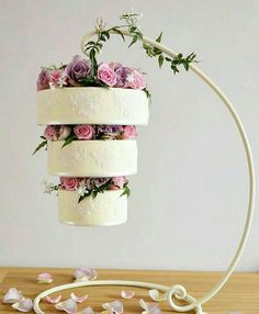 Back Chandelier wedding cake Inspiration Crazy Cakes, Fancy Cakes, Pretty Cakes, Cute Cakes, Beautiful Cakes, Wedding Cake Designs, Wedding Cakes, Chandelier Cake, Chandelier Wedding