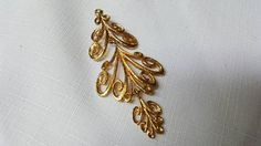 Sarah Coventry Canada Gold tone Trembler Brooch Tree Fancy