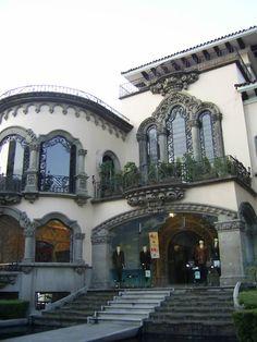 Architecture of Mexico ~ Casa Californiana in Mexico City Hacienda Style Homes, Spanish Style Homes, Spanish Revival, Spanish Colonial, Amazing Architecture, Architecture Details, México City, Mexican Style, Mexican Hacienda