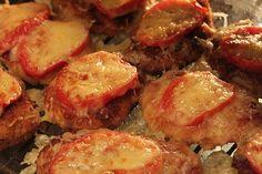 Куриные котлеты с помидорами и сыром