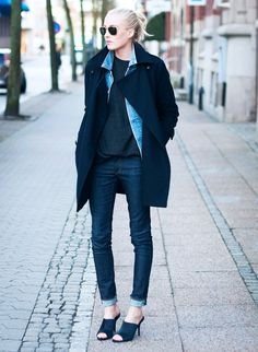 Coat slipped over a lightweight sweater and a staple denim jacket. // #StreetStyle