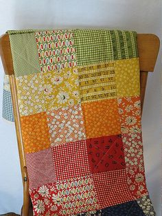 Sewing Block Quilts what gorgeous muted colors in this rainbow quilt! - Quilt from Moda Wee Play charm pack. Patchwork Quilt, Scrappy Quilts, Easy Quilts, Quilting Tutorials, Quilting Projects, Sewing Projects, Quilting Ideas, Colchas Quilting, Machine Quilting