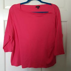 3/4 sleeve knit top This knit top with a hint of spandex washes beautifully.   It has an envelope neck with 3/4 sleeves Talbots Tops Tees - Long Sleeve