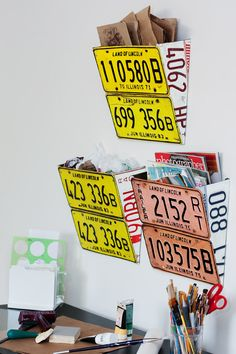 License Plate Wall Organizer. Harry could make some of these out of palettes.