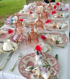 Please may I have all of those plates? My collection would be amazing! Beautiful Table Settings, Centerpieces, Table Decorations, Back Patio, Cafe Interior, Outdoor Dining, Fine Dining, Gatsby, Dressings