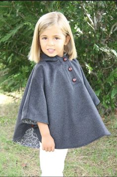 Babuska capas y vestidos para niñas > Minimoda. Baby Girl Fashion, Kids Fashion, Childrens Coats, Girls Poncho, Girl Dress Patterns, Creation Couture, Little Girl Dresses, Stylish Girl, Kids Wear