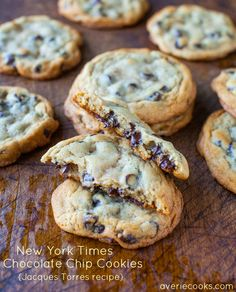 New York Times Chocolate Chips Cookies {from Jacques Torres} - Soft & chewy chocolate chip cookies based on the very popular recipe. Is it worth the hype? I shared my thoughts about if they're the best-ever chocolate chip cookies or not. Mrs Fields Chocolate Chip Cookies, Chewy Chocolate Chip Cookies, Oatmeal Cookies, Chocolate Chips, Giant Chocolate, Pecan Cookies, Christmas Cookies, Cookie Recipes, Dessert Recipes