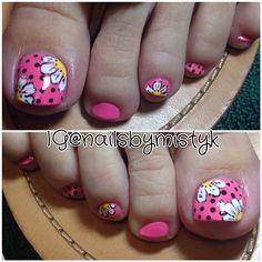nailsbymistyk toenails- pink with black polka dots and large daisies Pedicure Nail Art, Pedicure Designs, Toe Nail Designs, Cute Toe Nails, Love Nails, Pretty Nails, My Nails, Dot Nail Art, Polka Dot Nails