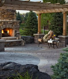 outdoor space utilizes multiple paver types for a uniquely beautiful patio.This outdoor space utilizes multiple paver types for a uniquely beautiful patio. Fire pit w/seatwalls & pizza oven - Wheeler - Paradise Restored Patio Pergola, Casa Patio, Outdoor Landscaping, Backyard Patio, Pergola Kits, Pergola Ideas, Gazebo, Pergola Plans, Landscaping Ideas