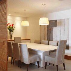 Nesse projeto, separamos a sala de jantar da sala de estar através de portas de correr. Esse recurso é prático e funcional. Quando abertas, permitem a integração entre os dois ambientes, e quando fechadas, garantem privacidade. #design #interiordesign #arquitetura #casa #decoração #projetosadalagomide