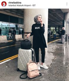 Best Tip to Style Hijab Outfit during Travel – Girls Hijab Style & Hijab Fashion Ideas Informations About Best Tip to Style Hijab Outfit during Travel – Girls Hijab Style & Hijab Fashi. Modern Hijab Fashion, Street Hijab Fashion, Muslim Fashion, Fashion Outfits, Fashion Ideas, Casual Hijab Outfit, Hijab Chic, Ootd Chic, Hijab Mode Inspiration