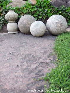 Sculptural elements add interest in a garden - these #DIY concrete spheres in various scales are a soft yet dynamic addition.