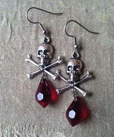 Popular Halloween Jewelry Ideas To Makes You Look Stunning 48 Skull Earrings, Skull Jewelry, Gothic Jewelry, Diy Earrings, Jewlery, Art Bullet, Gemstone Jewelry, Beaded Jewelry, Wire Jewellery