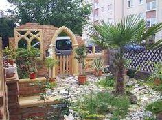 Südländisches Flair und antike Mauer im Garten | Garten & Natur ...