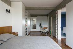 Apartamento FT l Arquitetos: Pascali Semerdjian. São Paulo - SP, Brasil. Colaboradores: Marvelar (marcenaria), DIX (serralheira), Clodomar (mármore), Persona Engenharia (construtor), Vario Metal (iluminação), Parquetsp (piso de madeira). Área: 98m². Ano: 2014. Fotografias: Leonardo Finotti