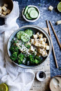 Easy vegan tofu satay recipe - The Little Plantation Tofu Recipes, Whole Food Recipes, Vegetarian Recipes, Healthy Recipes, Noodle Recipes, Healthy Food, Best Food Photography, Art Photography, Gastronomia