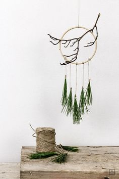 DIY Weihnachten und Winterzauber Dream catcher winter Christmas build yourself The fashion world, ho Noel Christmas, Winter Christmas, Christmas Crafts, Christmas Decorations, Xmas, Christmas Ornaments, Christmas Wreaths, Simple Christmas, Ideas Decoracion Navidad