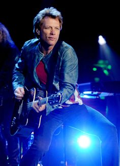 Jon Bon Jovi Photos - Jon Bon Jovi Performs in Hyde Park, London - Zimbio