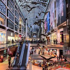 Toronto Eaton Centre şu şehirde: Toronto, ON Mega Shopping, Toronto Shopping, Toronto Travel, Shopping Malls, Toronto Ontario Canada, Toronto City, Downtown Toronto, Great Places, Places To Visit