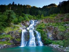 Piumogna-Wasserfall im Tessin. Switzerland Tourism, Beau Site, Nature Pictures, How Beautiful, Places To Go, Road Trip, Hiking, Travel, Outdoor