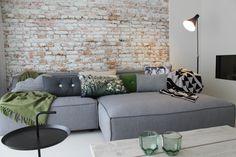 Eigen Huis en Tuin | Praxis. Een licht groen/blauwe muur met grijze ...