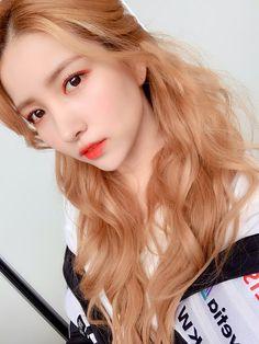 Kpop Girl Groups, Korean Girl Groups, Kpop Girls, Extended Play, Korean Celebrities, Celebs, Rapper, Gfriend Sowon, Princesses