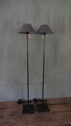 STAANDE LAMP Shop Interiors, Rustic Interiors, Chandeliers, Composition Design, Minimalist Living, Interior Lighting, Beautiful Interiors, Floor Lamp, Vignettes