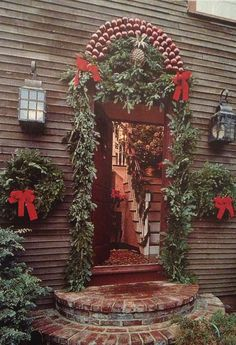 Gorgeous entry...love...!!! Bebe'!!! What a festive New England home!!! Ready to greet Christmas family and friends!!!