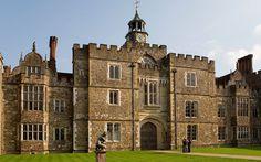 Knole, está considerada como la mayor mansión, propiedad privada, del Reino Unido. Ha pertenecido a la familia Sackville-West desde hace unos cientos de años.